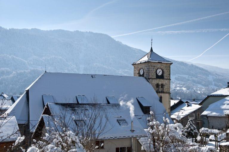 Le village de Samoëns, village station de ski en Haute-Savoie 74