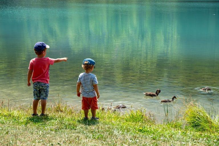 Enfants lac aux dames Samoëns