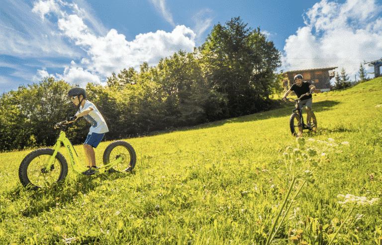 Efat scoot en été à Samoëns © Gilles Piel