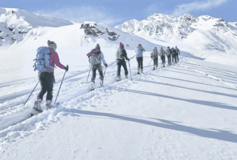 Ski de randonnée en groupe à Samoëns